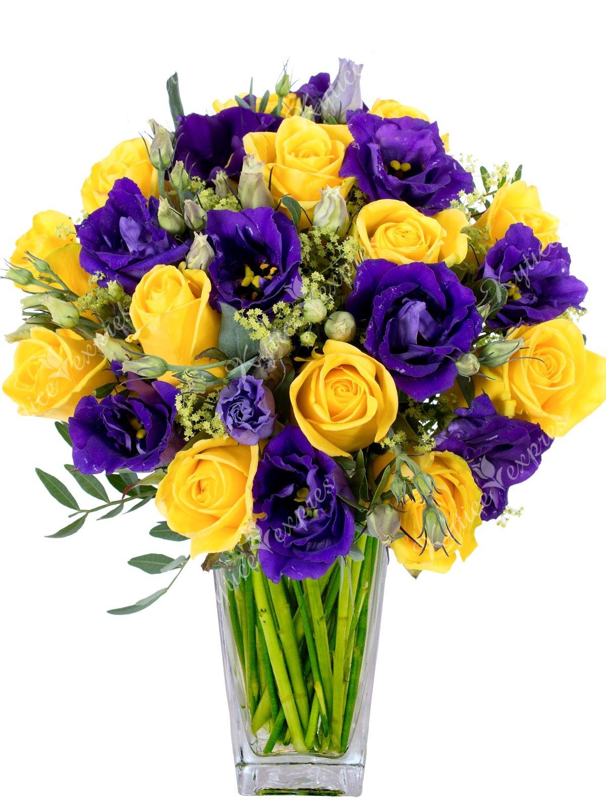 Букет из фиолетовых и желтых цветов
